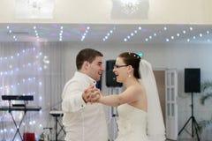 Szczęśliwy przyjęcie weselne obraz stock
