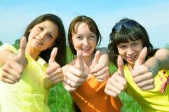 - szczęśliwy przyjaciela pokazuje śladu 3 zdjęcie stock