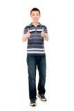Szczęśliwy przypadkowy młody człowiek trzyma jego aprobaty zdjęcie stock