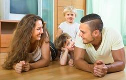 Szczęśliwy rodzina składająca się z czterech osób w domu Obraz Royalty Free