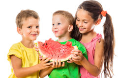 Szczęśliwy rodzinny łasowanie arbuz Obrazy Royalty Free