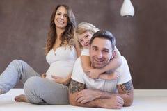 Szczęśliwy rodzinny ay dom Obrazy Royalty Free