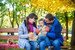 Szczęśliwy rodzinny czasu wolnego pojęcie wpólnie fotografia royalty free