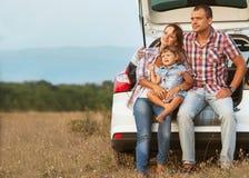 Szczęśliwy rodzinny mieć zabawę outdoors Obrazy Royalty Free
