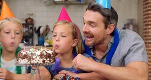 Szczęśliwy rodzinny odświętność urodziny wpólnie zbiory wideo