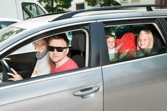 Szczęśliwy rodzinny podróżować samochodem Zdjęcia Royalty Free