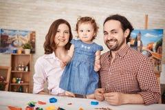 Szczęśliwy Rodzinny Pozować dla portreta w domu zdjęcia stock