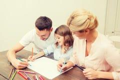 Szczęśliwy rodzinny rysunek w domu Fotografia Royalty Free