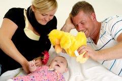 Szczęśliwy rodziny bawić się Obrazy Royalty Free