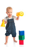 Szczęśliwy rozochocony dziecko bawić się z bloków sześcianami odizolowywającymi na bielu Zdjęcie Royalty Free