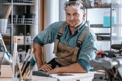 Szczęśliwy rzemieślnik po uzupełniać projekt Obraz Royalty Free