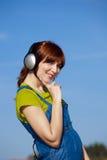szczęśliwy słucha muzycznej kobiety Zdjęcie Royalty Free