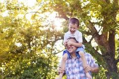 szczęśliwy syn ojca Obraz Royalty Free