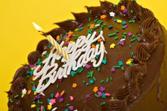 szczęśliwy tort urodzinowy. zdjęcia stock