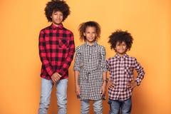 Szczęśliwy uśmiechający się trzy afro dziecka fotografia royalty free
