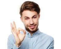 Szczęśliwy uśmiechnięty mężczyzna pokazuje kciukowi up ręka znaka na białym tle Obraz Stock
