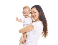Szczęśliwy uśmiechnięty macierzysty przytulenia dziecko na bielu zdjęcia royalty free