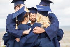 Szczęśliwy uczni lub kawalerów ściskać Obraz Stock