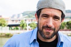 Szczęśliwy w średnim wieku mężczyzna z Irlandzkim beretem zdjęcia stock