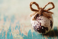 Szczęśliwy Wielkanocny rocznik i naturalna stylowa pocztówka Przepiórki jajko z Obraz Royalty Free