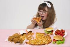 Szczęśliwy z fastfood i Zdjęcia Stock