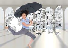 Szczęśliwy z klasą bizneswomanu doskakiwanie podczas gdy trzymający parasol Fotografia Stock