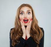 Szczęśliwy z podnieceniem zdziwiony kobieta portret obraz royalty free