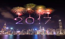 2017 Szczęśliwych nowy rok fajerwerków świętuje nad Hong Kong miastem Zdjęcie Stock