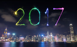 2017 Szczęśliwych nowy rok fajerwerków świętuje nad Hong Kong miastem Obrazy Stock