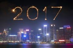 2017 Szczęśliwych nowy rok fajerwerków świętuje nad Hong Kong miastem Fotografia Stock