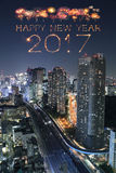 2017 Szczęśliwych nowy rok fajerwerków nad Tokio pejzażem miejskim przy nocą, Jap Obraz Stock