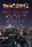 2017 Szczęśliwych nowy rok fajerwerków nad Tokio pejzażem miejskim przy nocą, Jap Obraz Royalty Free