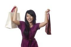 szczęśliwym dziewczyny zakupy jest Obrazy Stock