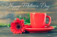 szcz??liwe dzie? matki Filiżanka kawy i czerwieni gerbera stokrotka ilustracja wektor