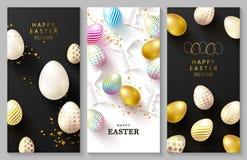 Szcz??liwy Wielkanocny Ustawiaj?cy karty Pi?kny t?o z kolorowymi jajkami, papierowymi kr?likami, chamomiles i serpentyn?, wektor royalty ilustracja