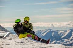 szczęsliwi par snowboarders Fotografia Royalty Free