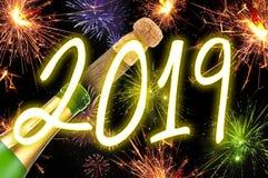 Szczęsliwy uroka talizman z confetti, korek, szampańska butelka szczęśliwego nowego roku, Nowy Rok wigilia zdjęcia royalty free