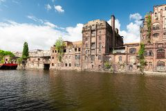 Szczecin Παλαιά εργοστάσια στον ποταμό Odra στο ιστορικό μέρος της πόλης στοκ φωτογραφίες με δικαίωμα ελεύθερης χρήσης