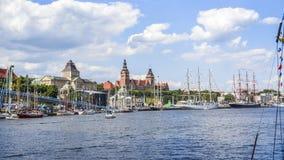 Szczecin, Польша, 7-ое августа 2017: Панорама набережной в Szczeci Стоковые Фото