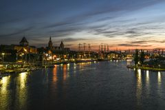 Szczecin, Польша, 7-ое августа 2017: Панорама набережной в Szczeci Стоковые Изображения RF