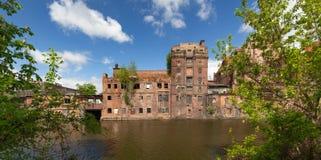 Szczecin Fábricas viejas en el río de Odra en la parte histórica de la ciudad foto de archivo libre de regalías