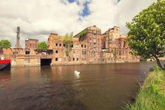Szczecin Fábricas viejas en el río de Odra en la parte histórica de la ciudad fotografía de archivo libre de regalías
