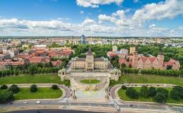 Szczecin från bird&en x27; s-ögonsikt - boulevard och Chrobry& x27; s-axel Landskapborst med horisonten och blå himmel Arkivfoto