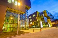SZCZECIN POLAND-CIRCA NOVEMBER 2015: ett komplex av kontorsbuildin arkivbilder