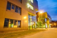 SZCZECIN POLAND-CIRCA NOVEMBER 2015: ett komplex av kontorsbuildin royaltyfria foton