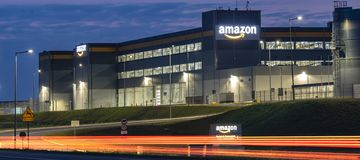Szczecin, Polen-Augustus 2018: De logistiekcentrum van Amazonië dichtbij Szcze royalty-vrije stock foto