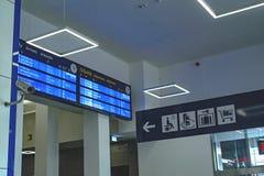Szczecin Polen - December 03, 2016: Informationsterminal på järnvägsstationen Arkivbild