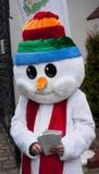 SZCZECIN POLEN - DECEMBER 6, 2014: Rolig snögubbe och gräsplan Chr Royaltyfri Bild