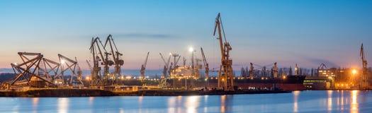 Szczecin, Polonia novembre 2017: Cantiere navale in Szczecin, panorama immagini stock