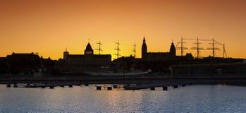 Szczecin (Stettin) stadshorisont efter solnedgång Arkivbild